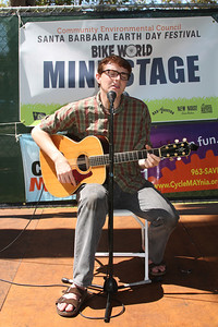 Zack Wood at the guitar: first act on the mini-stage