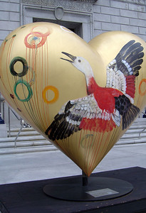 These hearts are part of a project aimed at nurturing artistic expression in San Francisco while also helping to raise money for the San Francisco General Hospital Foundation. While similar to Chicagos Cows on Parade, the San Francisco version will use a heart icon, appropriate for a city that is recognized for its acceptance and tolerance, as well as being perennially open-hearted.