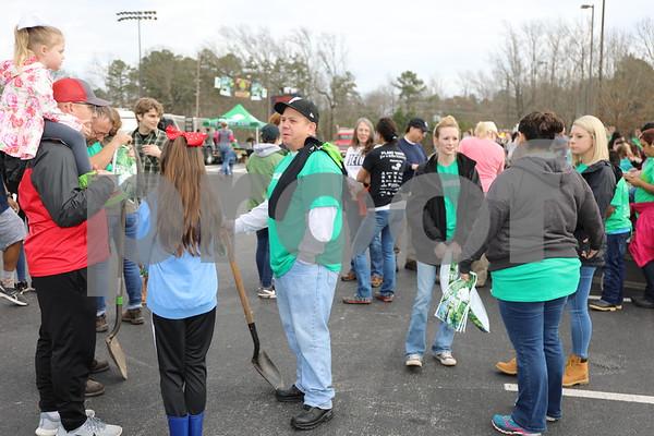 UT Tyler students and volunteers gather for the Tyler Arbor Day Event at UT Tyler