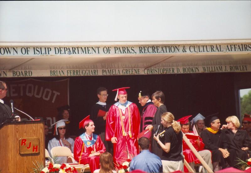 20000621 JoJo Graduation (16)