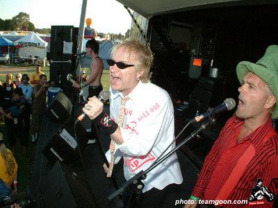 The Skulls - VANS Warped Tour - Fullerton, CA - July 1, 2004