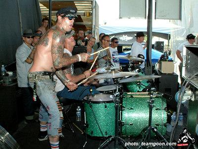 The Hunns - VANS Warped Tour - Fullerton, CA - July 1, 2004