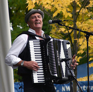 Everybody Polka - the Accordion Player %2834357947%29