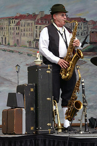 Everybody Polka - the Saxophonist %2834357950%29