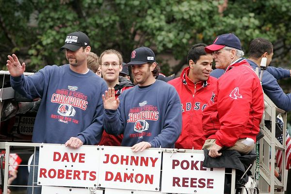 Tim Wakefield, left, and Mark Bellhorn wave to the crowd