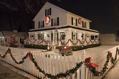 115 year old house holiday lights
