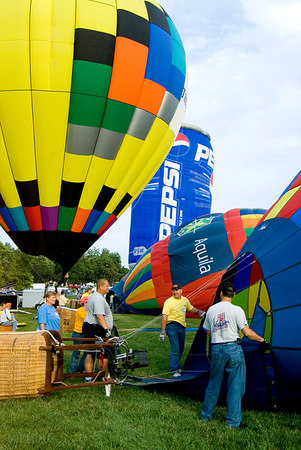 """<font size=""""3"""">The first group of balloons were upright about an hour after I arrived.</font>"""