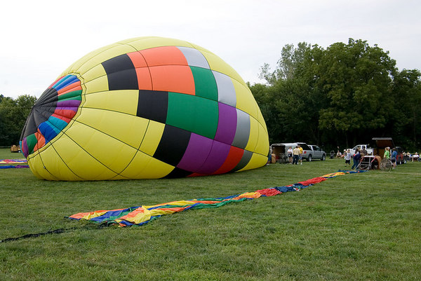 """<font size=""""3"""">This is """"Yellowbird"""".<br><br>You can find the names of many of the balloons pictured here on the <a href=""""http://www.nebraskaballoonclub.org"""" TARGET=""""_blank"""">Nebraska Balloon Club</a> web site under """"member balloons"""".</font>"""