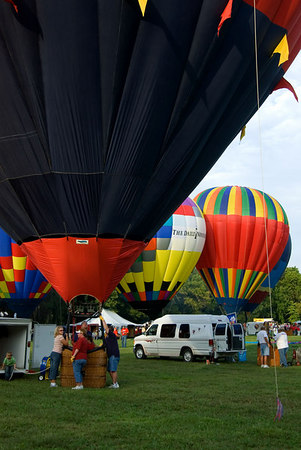 """<font size=""""3"""">By this time, many of the balloons were fully inflated.</font>"""