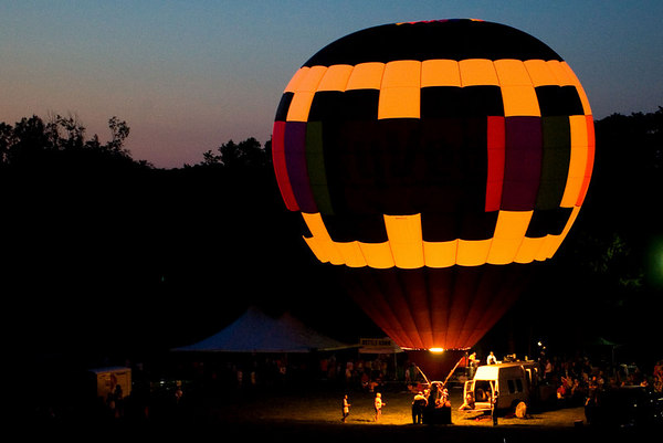 """<font size=""""3"""">One last view of a glowing balloon before I had to go.</font>"""