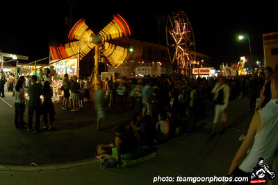 Amusement ride - Sunset Junction Street Festival - Silver Lake - Los Angeles, CA - August 2006 - photo