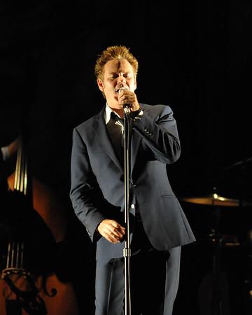 Paul Sings - Paul McDermott