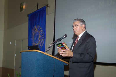 Dr. Raymond Rodriguez introducing Ms. Isabel Cruz and Dr. Dean Ornish at the Saturday (10/13/07) evening banquet