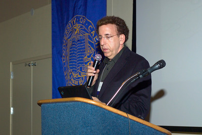 "Dr. Dean Ornish speaking on ""Effects of Comprehensive Chanes in Diet and Lifestyle on Gene Expression"" at the Saturday evening (10/13/07) banquet."