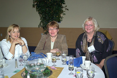 Dr. Marjukka Kolehmainen, Dr. Kaisa Poutanen of the University of Kuopio, Finland, Dept. of Clinical Nutrition and Food and Health, with CIFAR director Dr. Sharon Shoemaker at the Saturday evening banquet