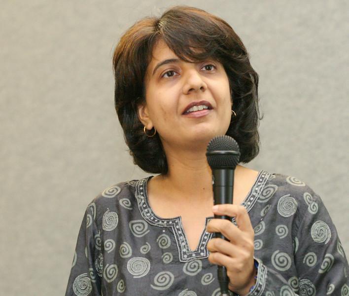 20070805 Neesha Mirchandani introducing the event