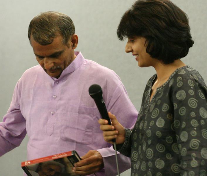 20070805 Prakash opening the gift