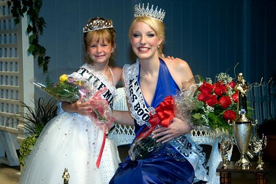 2008 Little Miss Boone County Breyon Johnsons, 8 (left) and Miss Boone County Fair Nikole Goedeke pose with their flowers and crowns after the Miis Boone County Fair competition on Tuesday night.