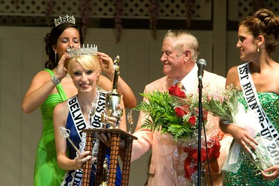 Amy Rak, the 2007 Miss Boone County Fair (left) crowns Nikole Goeddeke as this year's queen while Boone County Fair president Al Henniger hands Goeddeke her trophy.