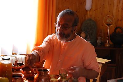 Swami Amaranandaji at puja