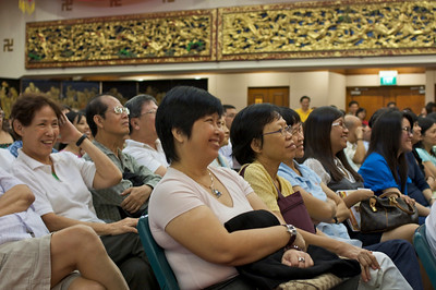 Ajahn Brahm has fun with the audience