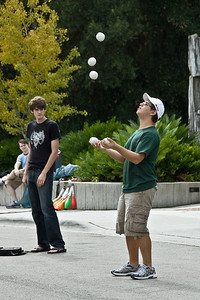 Juggler at ButterflyFest © Nora Kramer. All rights reserved.