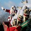 L'homme de l'occasion, le Père Noel. The man himself, Mr. Santa Claus