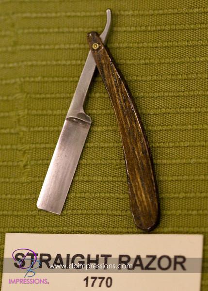 Small straight razor, approximatly three inches long.