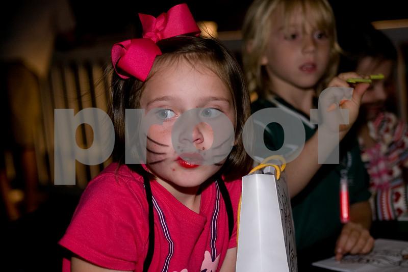 2009PumpkinCarving-14