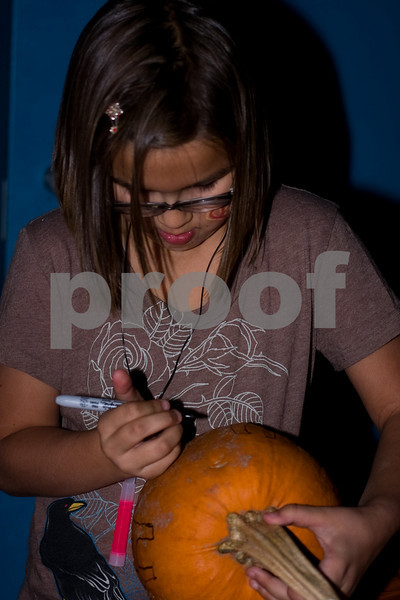 2009PumpkinCarving-22