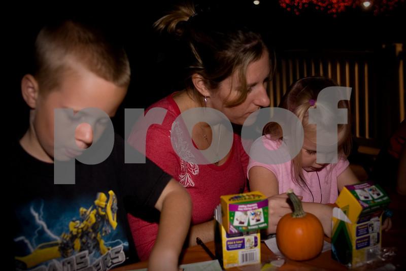 2009PumpkinCarving-9