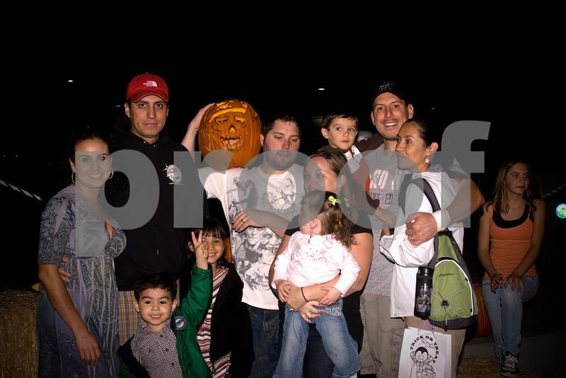2009PumpkinCarving-121