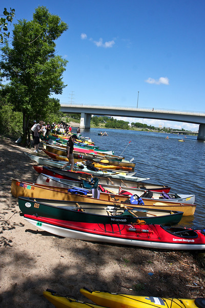 The prospect of food, cool green grass, and shade kept plenty of paddlers at Bassett Creek for a while.  This caused a big of a traffic jam down at the landing, but the hard working volunteers managed to keep boats coming and going the whole time.