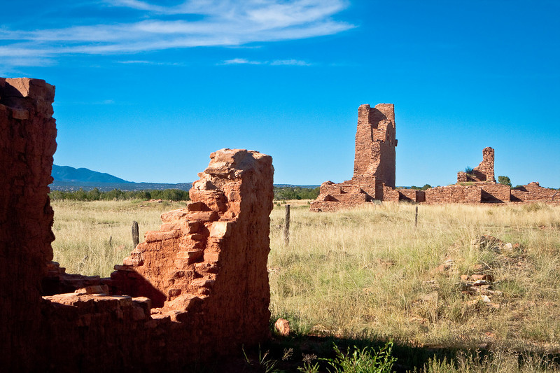 """The ruins of the Spanish church at <a href=""""http://en.wikipedia.org/wiki/Abo_(historic_place)""""><span style=""""color:#7CFC00"""">Ab&oacute</span></a>, near Mountainair. <a href=""""http://www.ghosttowns.com/states/nm/abo.html""""><span style=""""color:#7CFC00"""">(See also)</span></a>."""