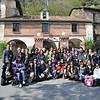 Azpeitia - Cả nhóm chụp hình lưu niệm trước nhà nguyện nơi thánh I-Nhã giảng đạo