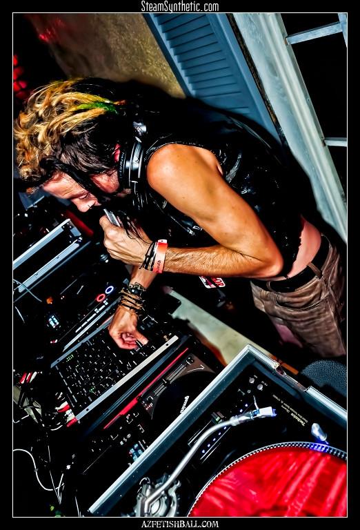 DJsandPartyPeople-081410-6