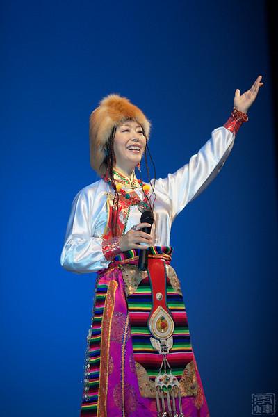 来自中国武警文工团拉姆措是中国著名藏族歌唱家,中国音乐家协会会员、中国少数民族声乐家协会会员