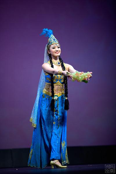 中国武警文工团, 维吾尔族舞蹈《丰收时节》, 汪冬儿