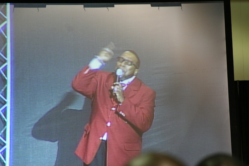 Brother Marvin Sapp performs live at the Public Meeting.