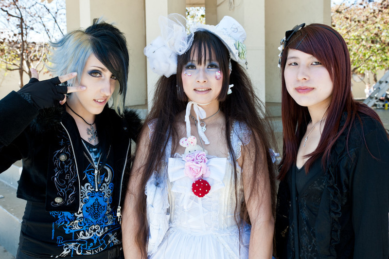 h. NAOTO Mania at 2011 J-POP Summit Festival on the Pagoda Stage  L-R :Ashley Parish , TheCupcake IsaLie, unknown