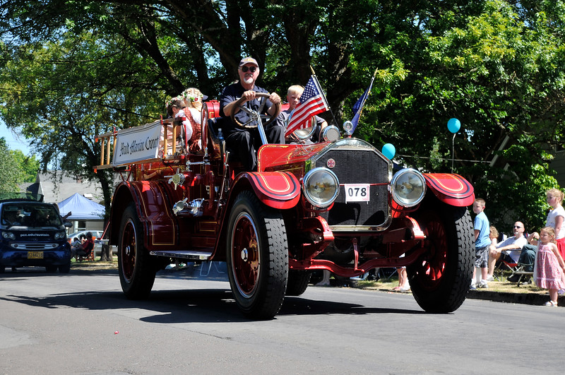 2011_newberg_oldfashioned_parade_KDP7953_073011.jpg