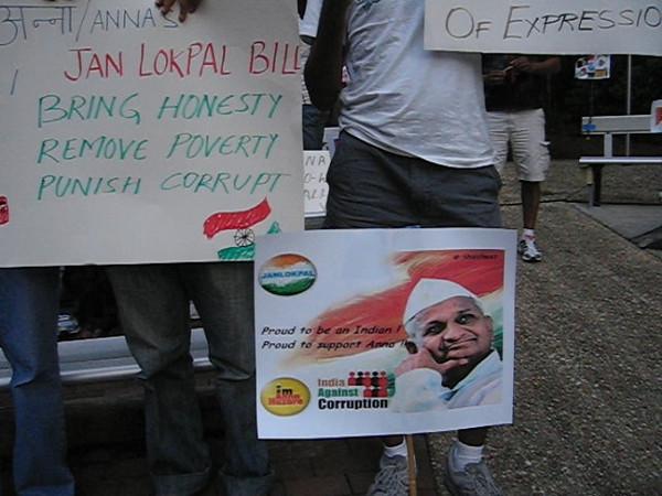 20110817 Anti-corruption pro-Anna Hazare candelight vigil, Cary NC (800p)-2 (by Dilip Barman)