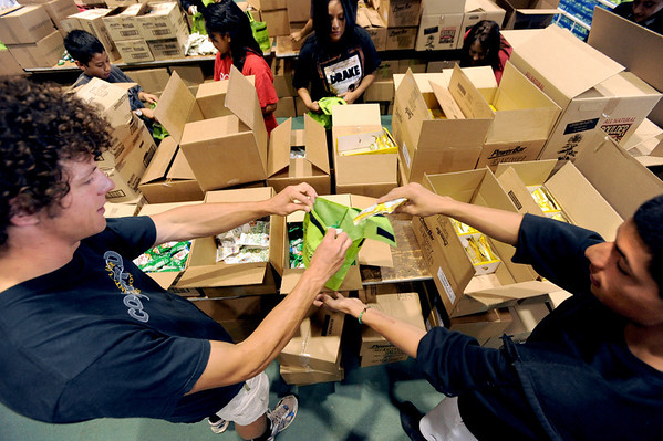 "Matt Huntze, left,  and Danny Castillo, team up when packing Bolder Boulder lunches on Saturday.<br /> For a video and more photos of Bolder Boulder preparations, go to  <a href=""http://www.dailycamera.com"">http://www.dailycamera.com</a>.<br /> Cliff Grassmick / May 26, 2012"