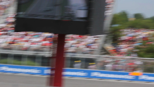 Video of the Canadian Grand Prix race as the crowd of 24 cars go roaring by.