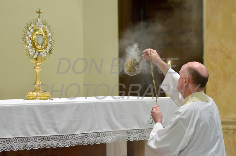 Bishop Malooly blesses the monstrance during Eucharistic Adoration at St. Paul Church in Wilmington, Del., during the 2012 Cross Pilgrimage March 31, 2012. photo/ www.DonBlakePhotography.com