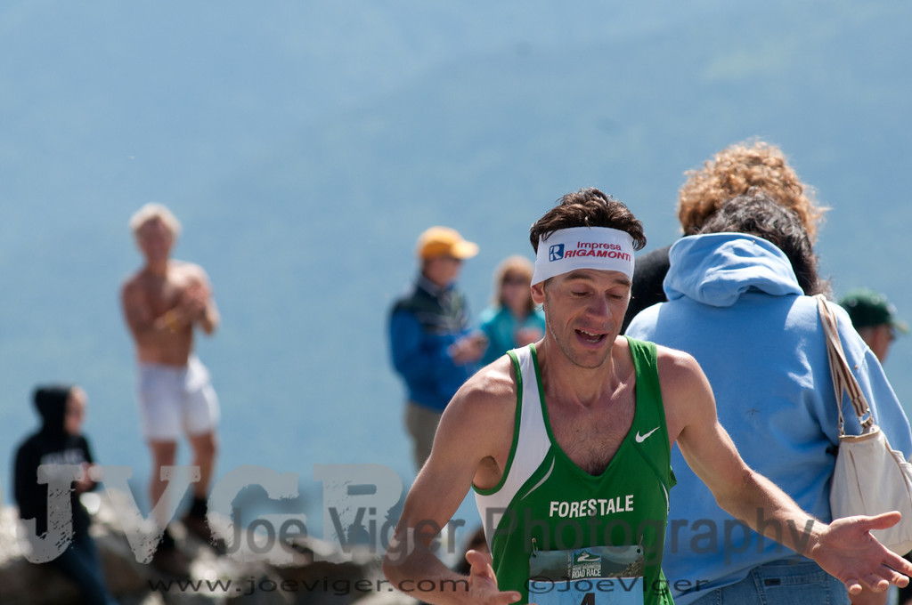 Marco DeGasperi of Italy reacts to the first glimpse of the finish.<br /> 2012MtWashRace-1414