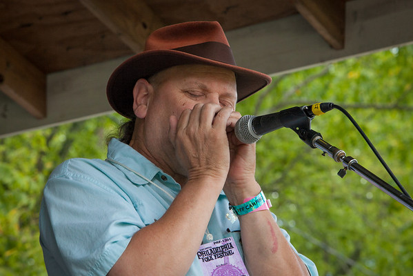 In demand local musician Bob Beech performed with several bands throughout the weekend. (Howard Pitkow/for Newsworks)