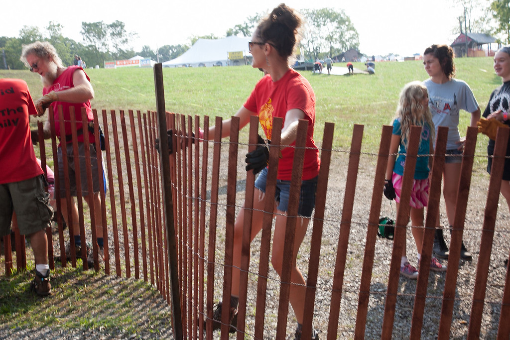 Tana Godshall stretches the last bit of fencing at the main stage. (Howard Pitkow/for Newsworks)