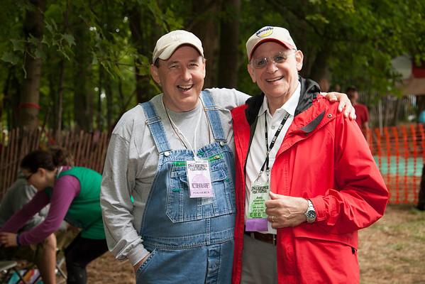 Singer songwriter Mike Cross with Folk Festival Chair Andy Braunfeld.(Howard Pitkow/for Newsworks)