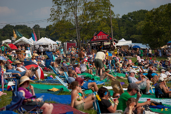 Friday afternoon audience enjoying the their Folk Festival experience. (Howard Pitkow/for Newsworks)